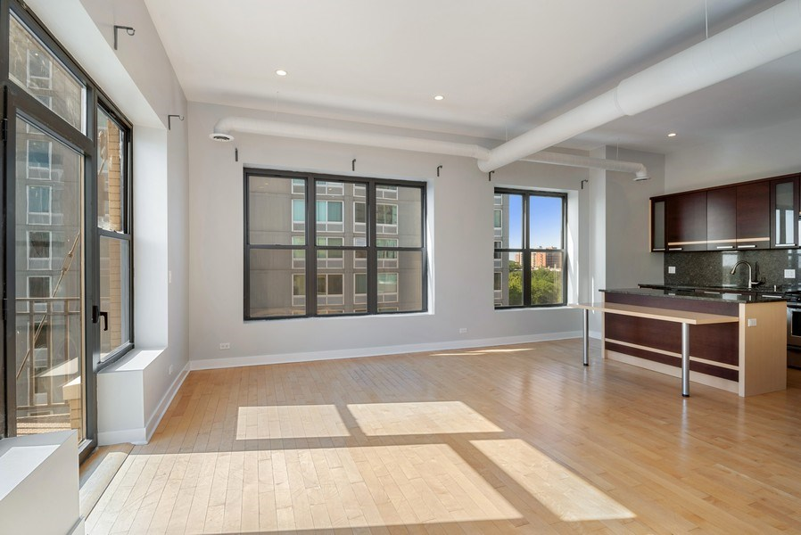 Real Estate Photography - 811 W Eastwood, Unit 604, Chicago, IL, 60640 - Kitchen / Living Room