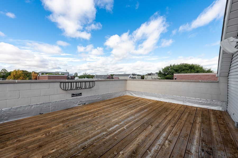 Real Estate Photography - 2632 N Wayne Ave, Unit 3, Chicago, IL, 60614 - Roof Deck