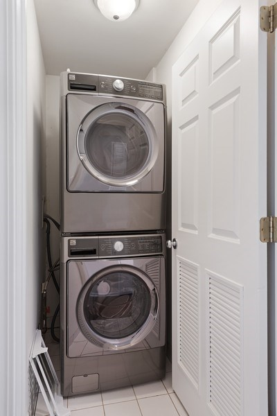Real Estate Photography - 2632 N Wayne Ave, Unit 3, Chicago, IL, 60614 - Laundry Room