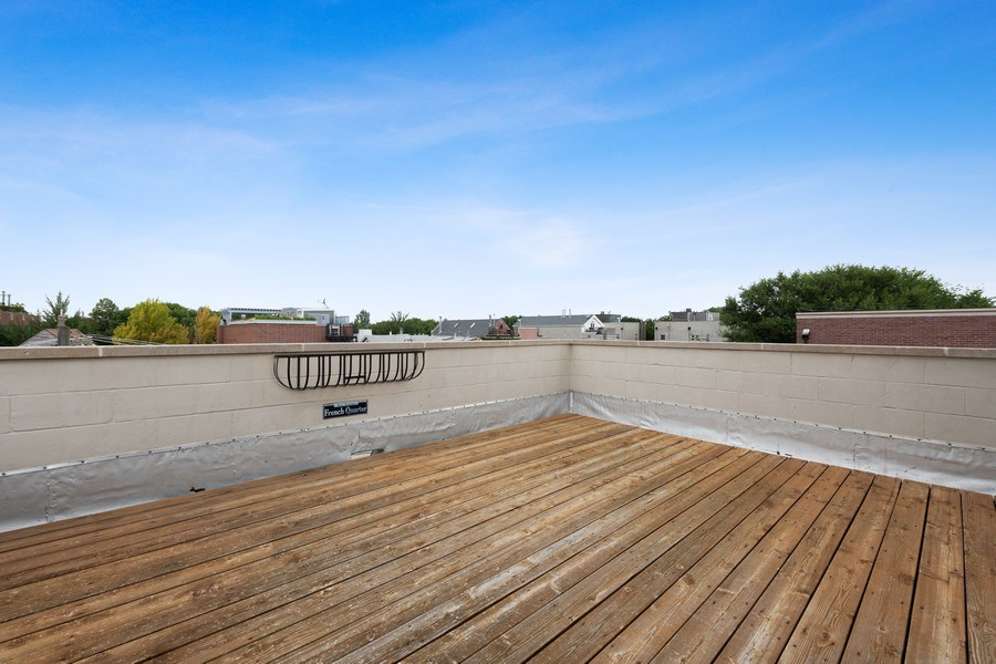 Real Estate Photography - 2632 N Wayne Ave, Unit 3, Chicago, IL, 60614 - Upper Deck