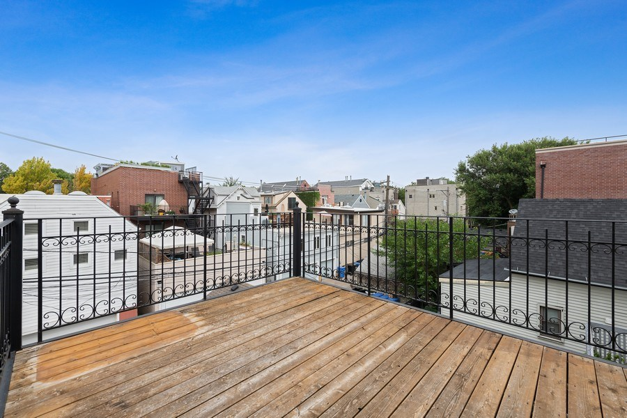 Real Estate Photography - 2632 N Wayne Ave, Unit 3, Chicago, IL, 60614 - Lower Deck