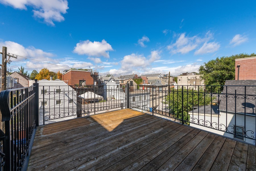 Real Estate Photography - 2632 N Wayne Ave, Unit 3, Chicago, IL, 60614 - Deck