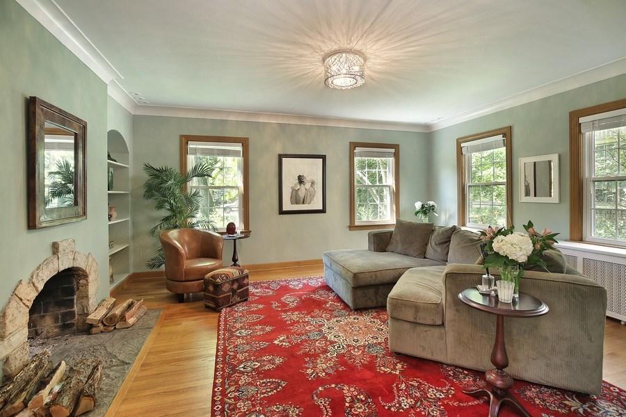 Real Estate Photography - 399 Jackson, Glencoe, IL, 60022 - Family Room