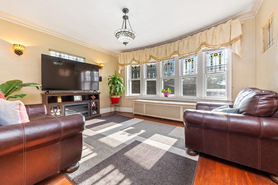 Real Estate Photography - 3624 Wisconsin Ave, Berwyn, IL, 60402 - Living Room