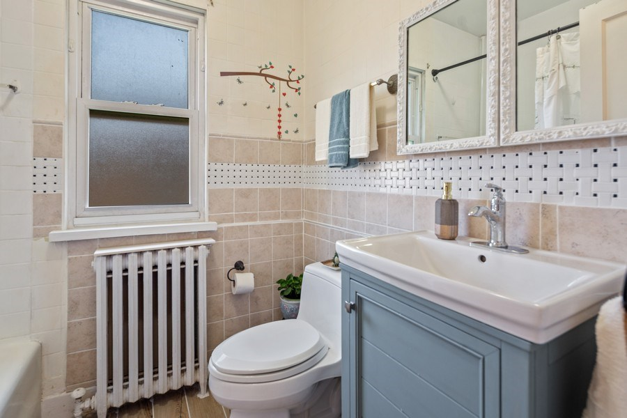 Real Estate Photography - 3624 Wisconsin Ave, Berwyn, IL, 60402 - Bathroom