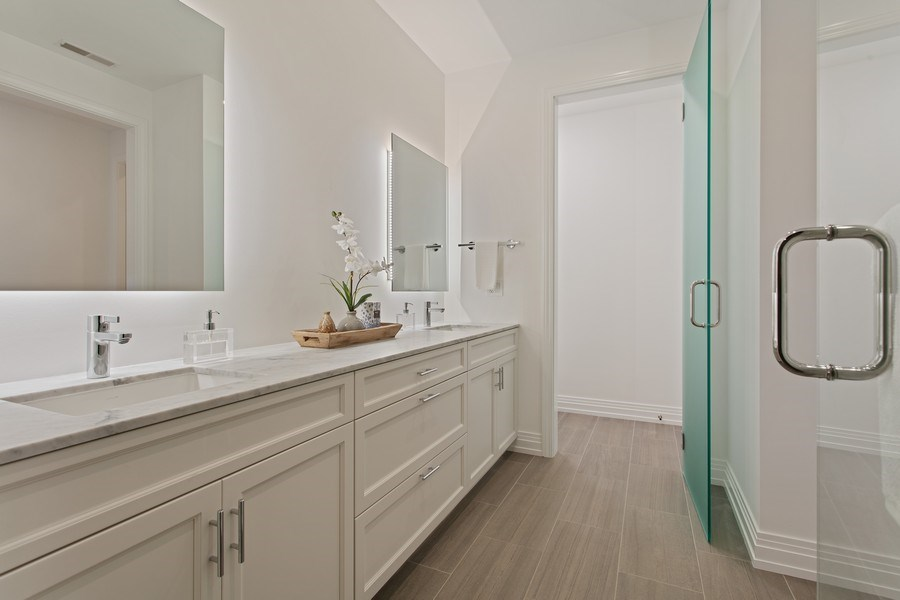 Real Estate Photography - 445 W. Arlington Pl., 1W, Chicago, IL, 60614 - Master Bathroom