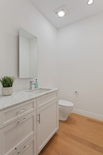 Real Estate Photography - 445 W. Arlington Pl., 1W, Chicago, IL, 60614 - Bathroom