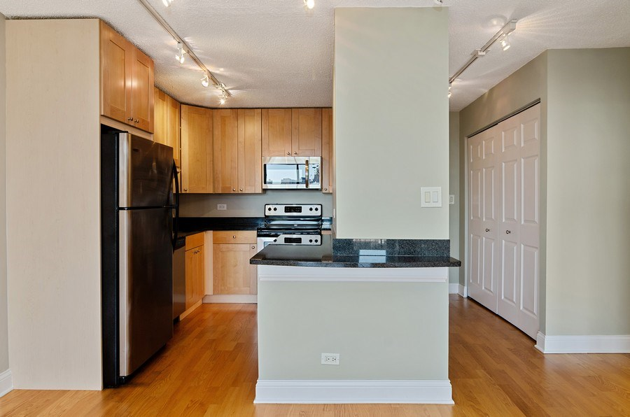 Real Estate Photography - 450 W Briar Pl, Unit 10k, Chicago, IL, 60657 - Kitchen