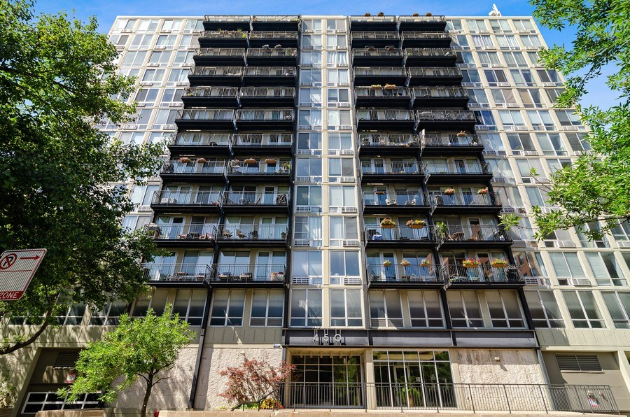 Real Estate Photography - 450 W Briar Pl, Unit 10k, Chicago, IL, 60657 - Front View