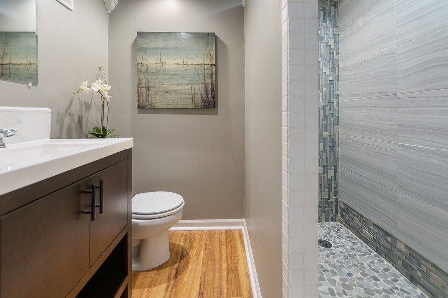 Real Estate Photography - 12533 69th Court, Palos Heights, IL, 60463 - 2nd Bathroom