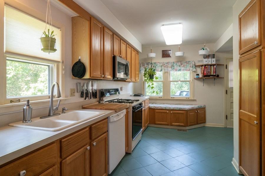 Real Estate Photography - 432 Selborne Rd, Riverside, IL, 60546 - Kitchen