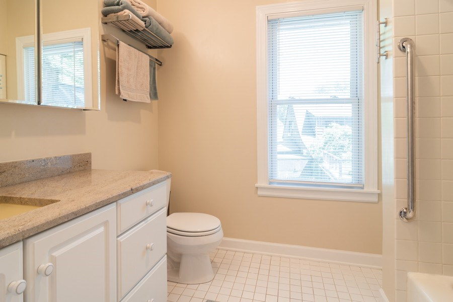 Real Estate Photography - 432 Selborne Rd, Riverside, IL, 60546 - Bathroom