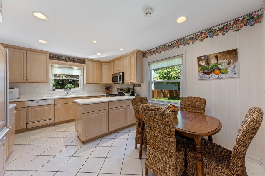 Real Estate Photography - 1307 Cottonwood, Arlington Heights, IL, 60005 - Kitchen/Eating Area