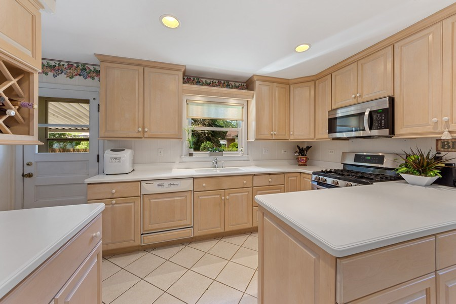 Real Estate Photography - 1307 Cottonwood, Arlington Heights, IL, 60005 - Kitchen