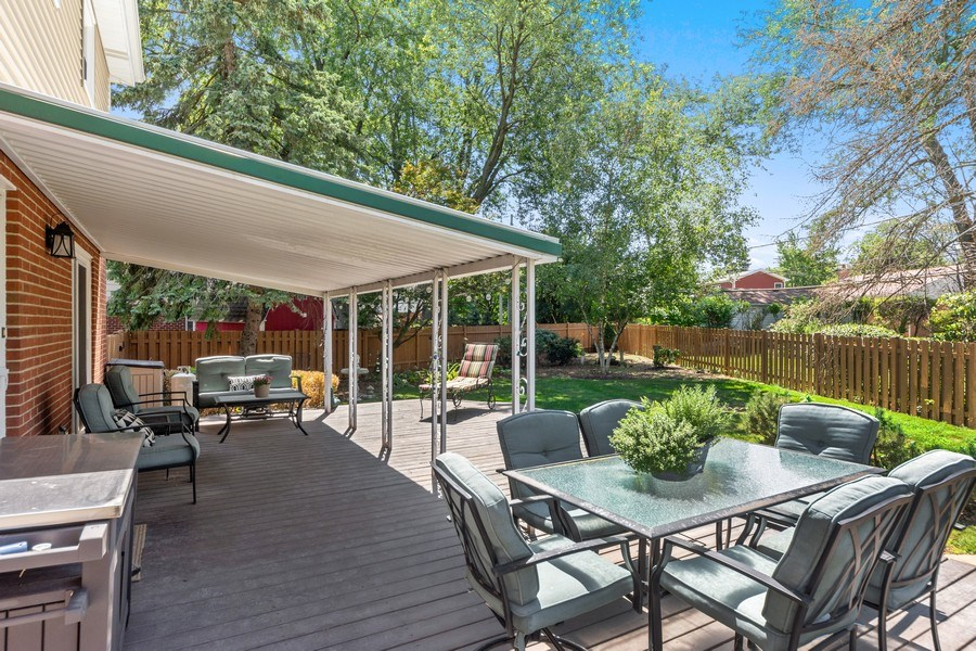 Real Estate Photography - 1307 Cottonwood, Arlington Heights, IL, 60005 - Deck