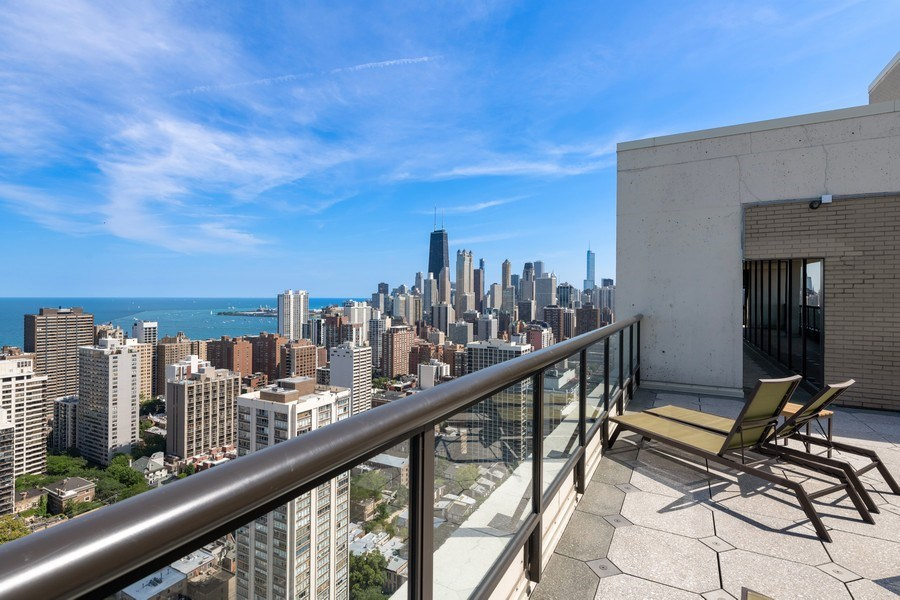 Real Estate Photography - 1560 N Sandburg Ter 904, Chicago, IL, 60610 - Roof Deck