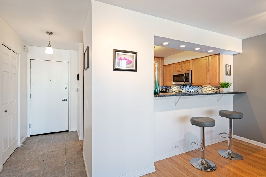 Real Estate Photography - 1560 N Sandburg Ter 904, Chicago, IL, 60610 - Entryway
