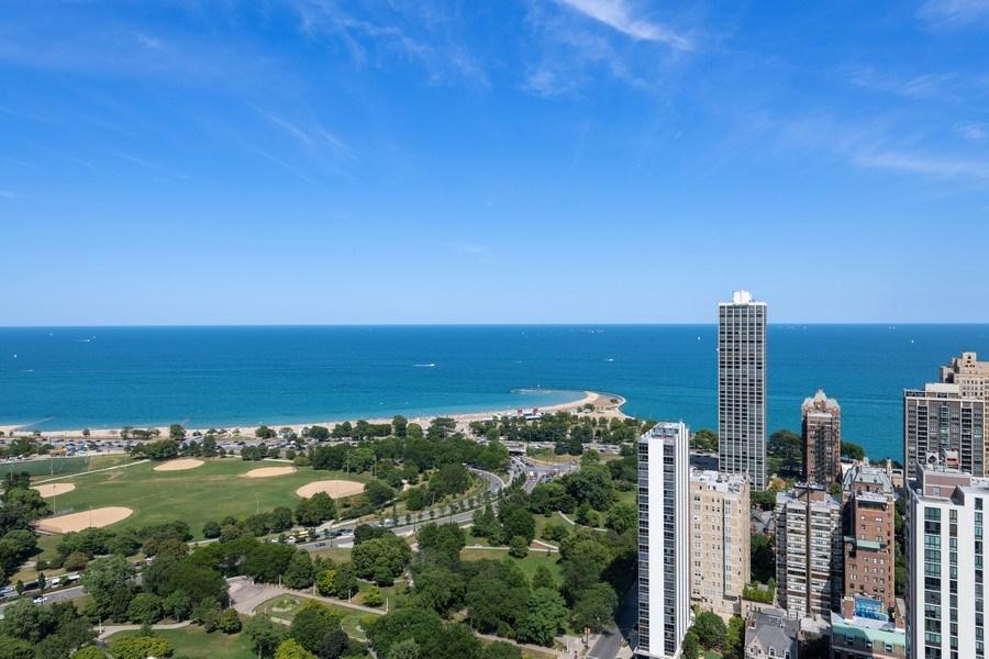 Real Estate Photography - 1560 N Sandburg Ter 904, Chicago, IL, 60610 - Lake View