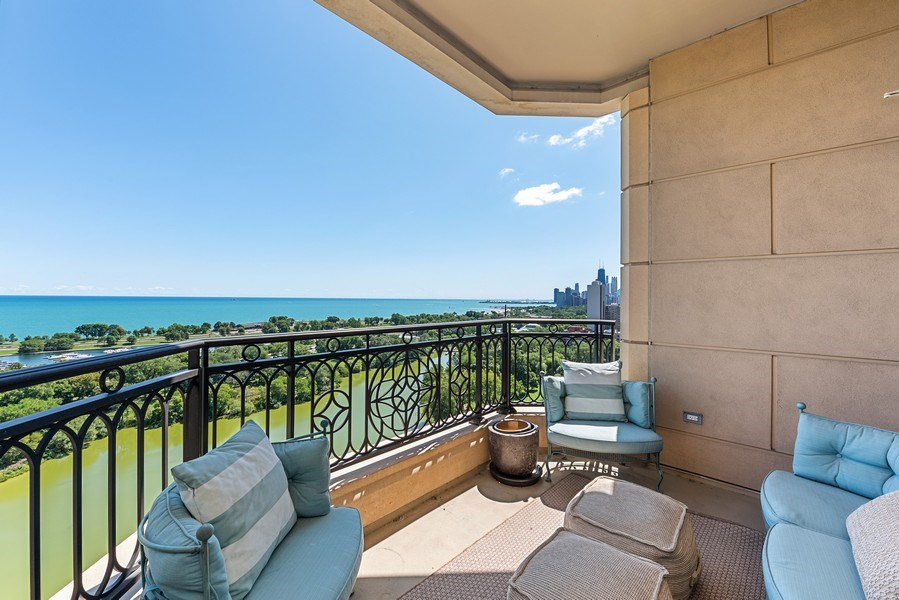 Real Estate Photography - 2550 N. Lakeview Ave., S1805, Chicago, IL, 60614 - Terrace 2