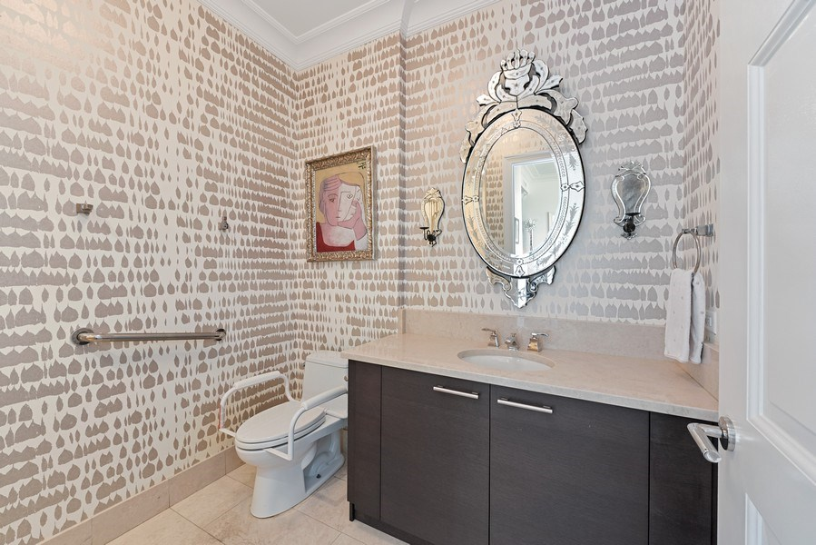 Real Estate Photography - 2550 N. Lakeview Ave., S1805, Chicago, IL, 60614 - 2nd Bathroom