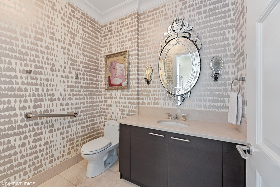 Real Estate Photography - 2550 N. Lakeview Ave., S1805, Chicago, IL, 60614 - 2nd full bath with Shower