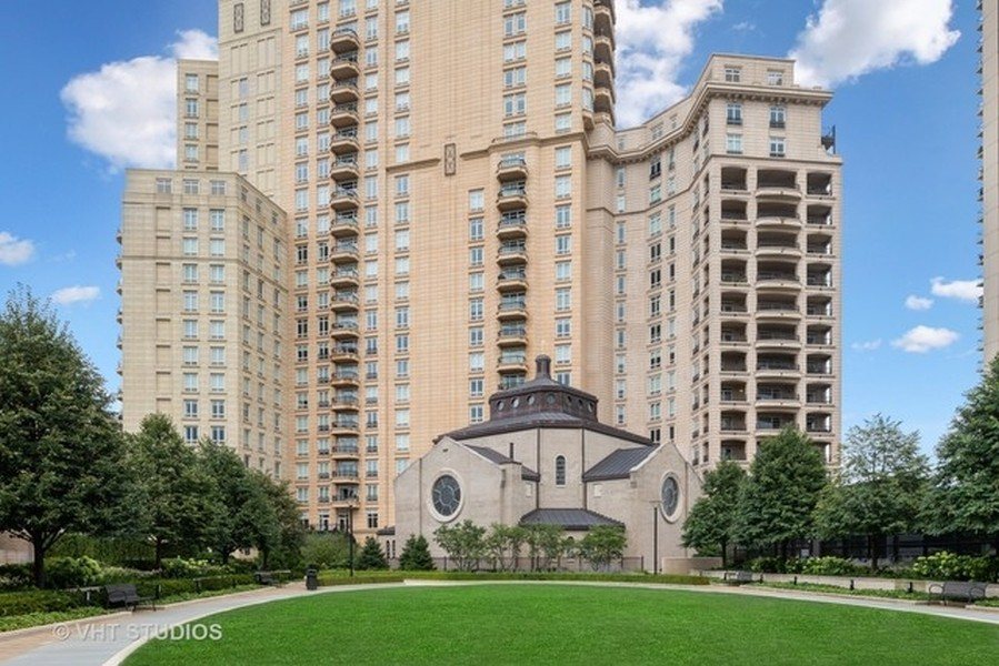 Real Estate Photography - 2550 N. Lakeview Ave., S1805, Chicago, IL, 60614 - Private Park