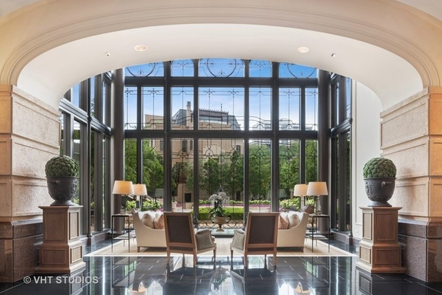 Real Estate Photography - 2550 N. Lakeview Ave., S1805, Chicago, IL, 60614 - Lobby