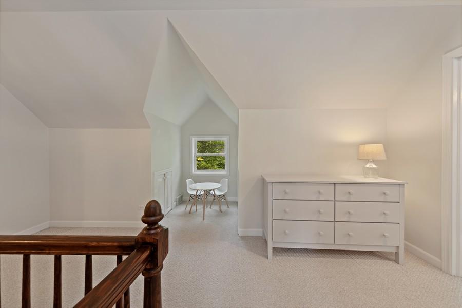 Real Estate Photography - 428 N Kensington Ave, La Grange Park, IL, 60526 - 2nd Floor Corridor