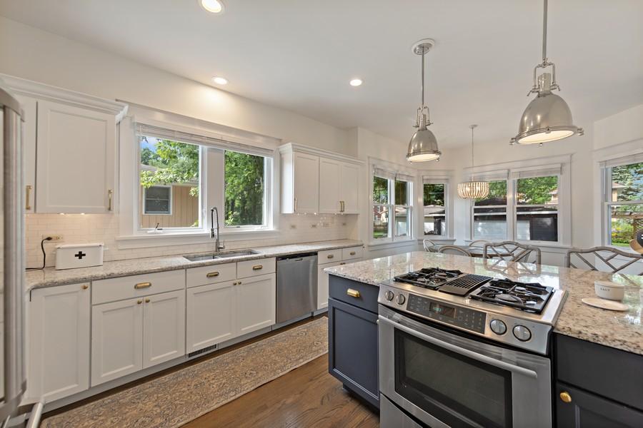 Real Estate Photography - 428 N Kensington Ave, La Grange Park, IL, 60526 - Kitchen
