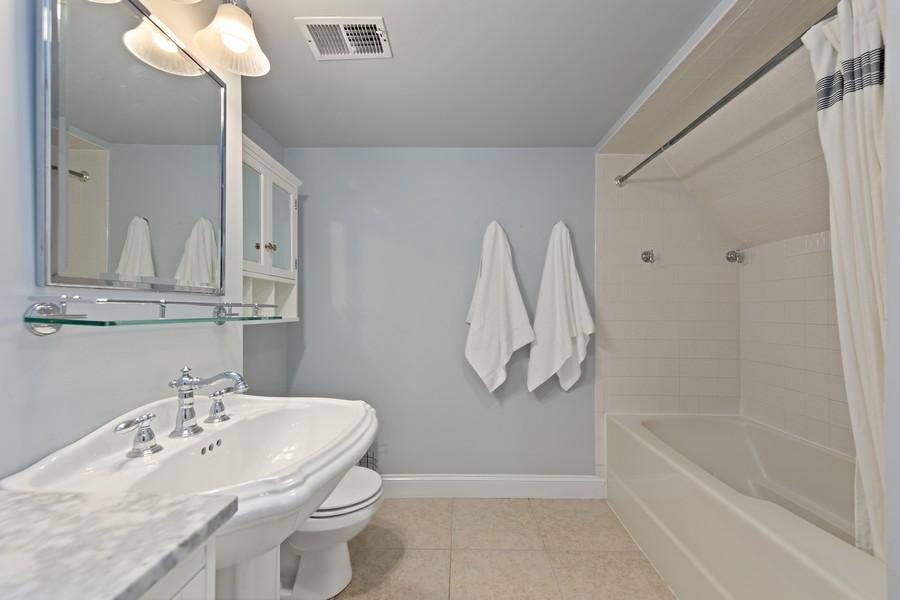 Real Estate Photography - 428 N Kensington Ave, La Grange Park, IL, 60526 - 2nd Bathroom