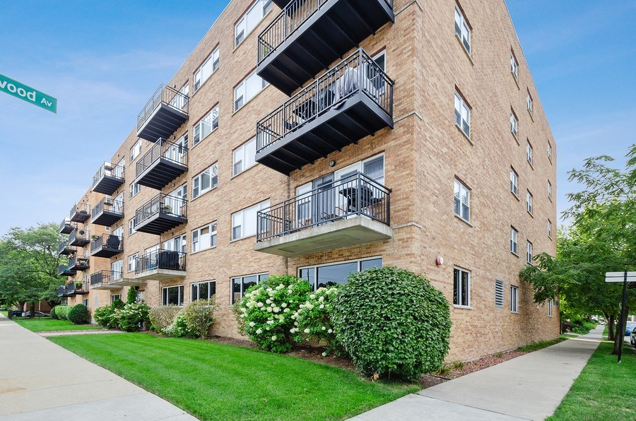 Real Estate Photography - 2525 N. Bryn Mawr Ave. Unit 304, Chicago, IL, 60659 - Front View