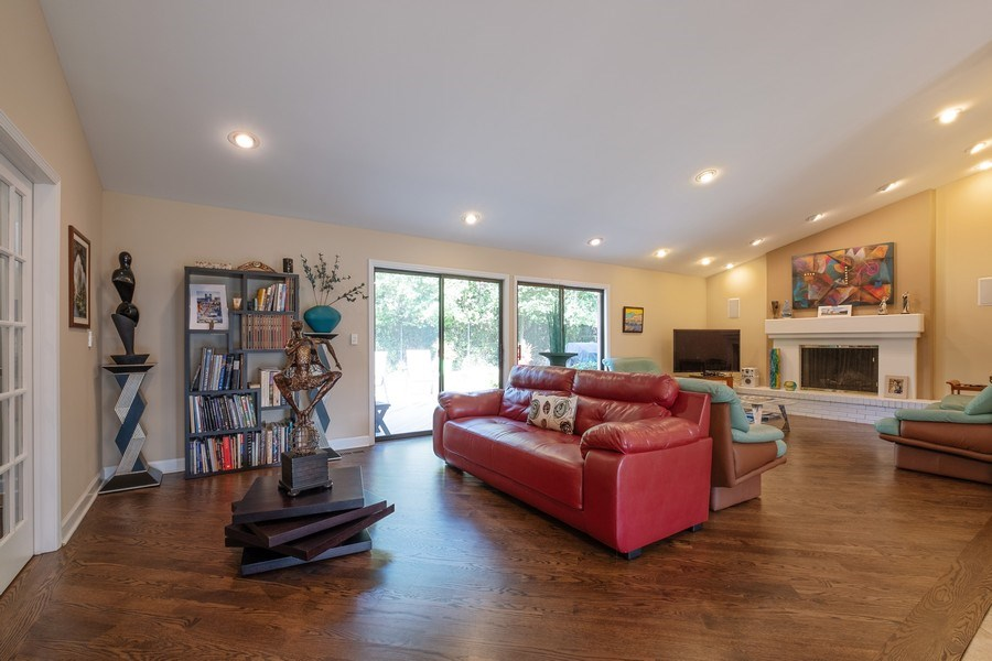 Real Estate Photography - 140 Oakmont Dr, Deerfield, IL, 60015 - Great Room