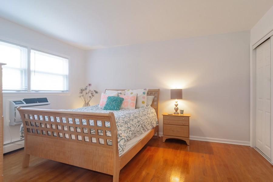 Real Estate Photography - 205 N Ridge, Arlington Heights, IL, 60004 - Master Bedroom