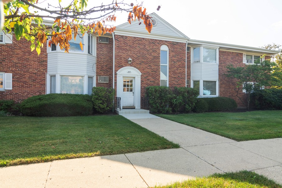 Real Estate Photography - 205 N Ridge, Arlington Heights, IL, 60004 - Front View