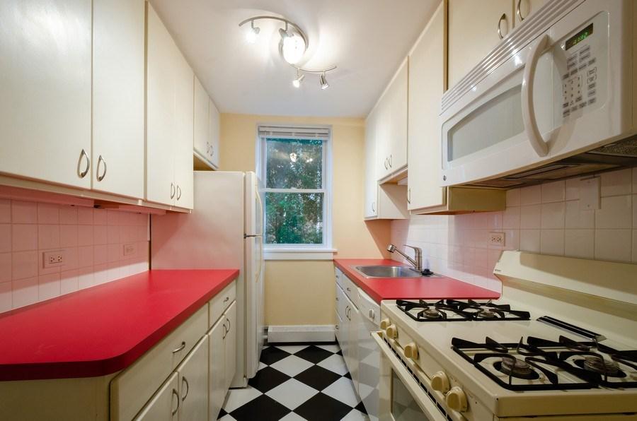 Real Estate Photography - 622 Oakton, #1, Evanston, IL, 60202 - Kitchen