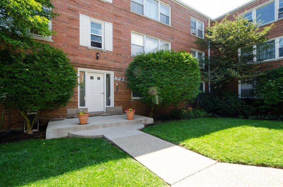 Real Estate Photography - 622 Oakton, #1, Evanston, IL, 60202 - Front View