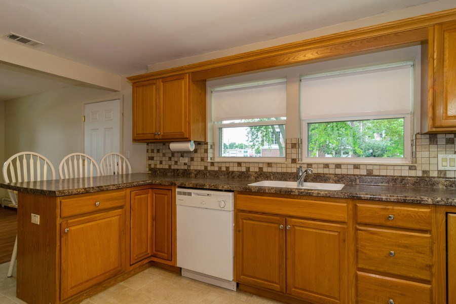 Real Estate Photography - 1510 E Northwest Highway, 1510 E Northwest Highway, Arlington Heights, IL, 60004 - Kitchen