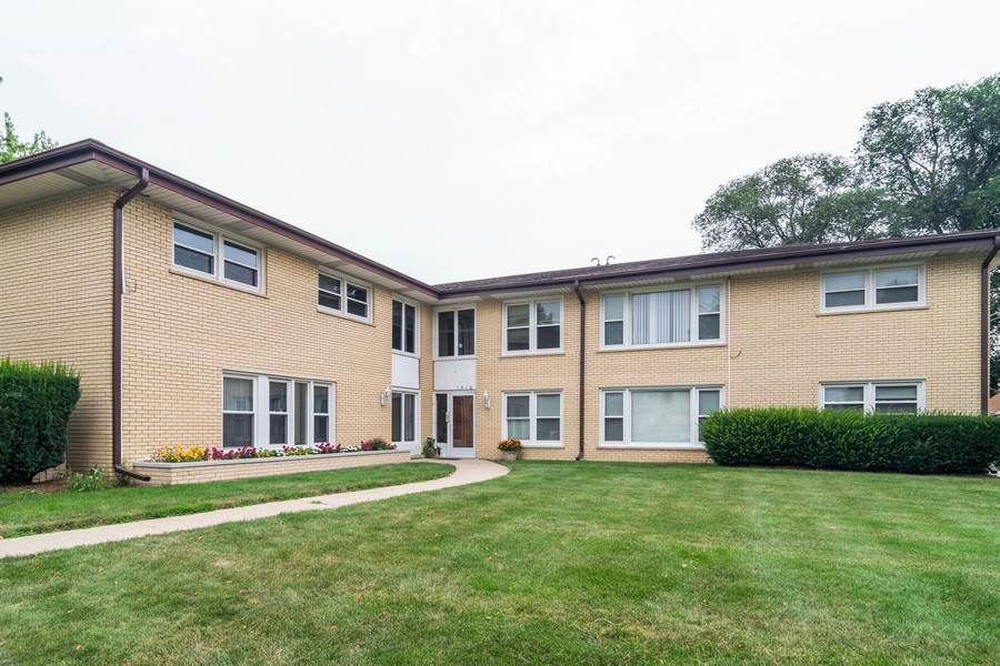 Real Estate Photography - 1510 E Northwest Highway, 1510 E Northwest Highway, Arlington Heights, IL, 60004 - Front View