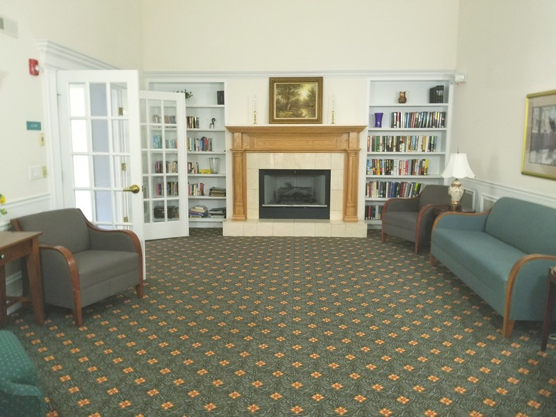 Real Estate Photography - 1220 Depot, Unit 415, Glenview, IL, 60625 - Library