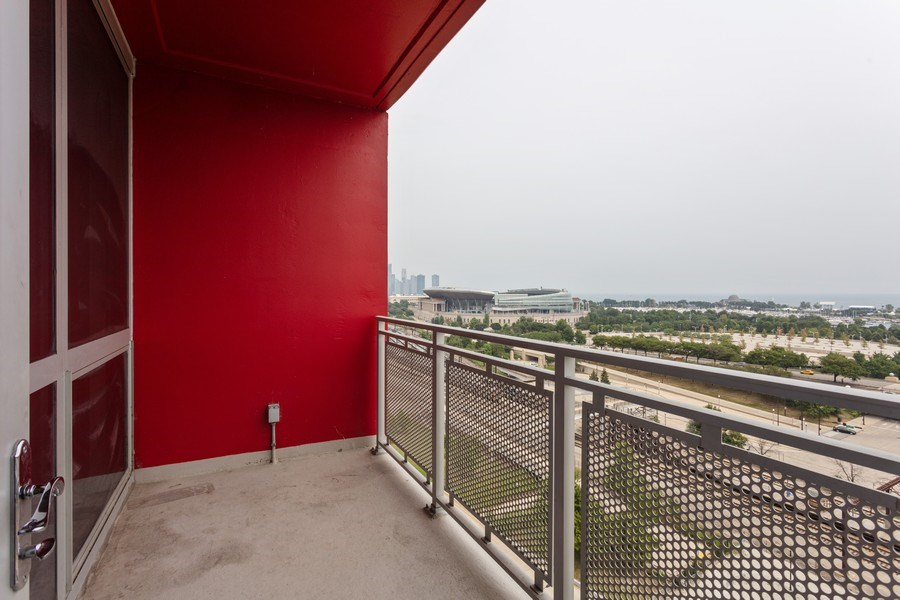 Real Estate Photography - 1841 s calumet, chicago, IL, 60616 - Balcony