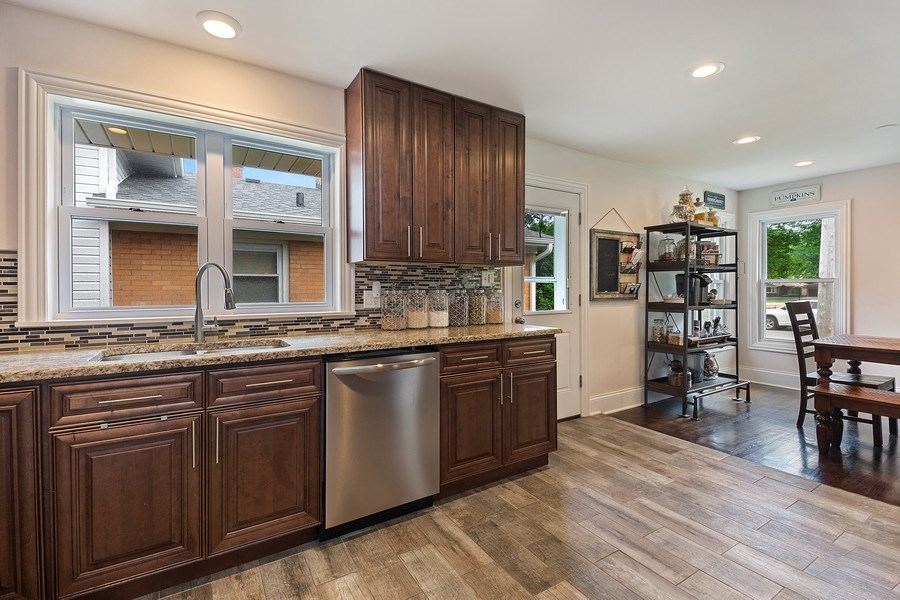 Real Estate Photography - 334 S Gibbons, Arlington Heights, IL, 60004 - Kitchen