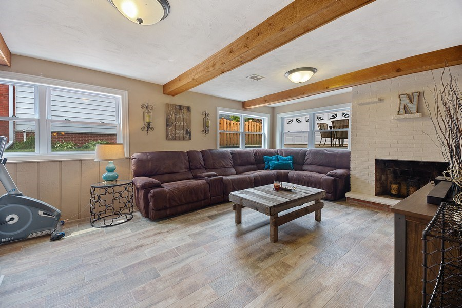 Real Estate Photography - 334 S Gibbons, Arlington Heights, IL, 60004 - Family Room