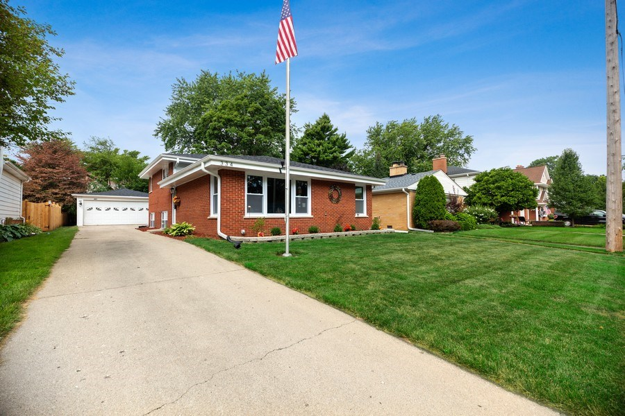 Real Estate Photography - 334 S Gibbons, Arlington Heights, IL, 60004 - Front View