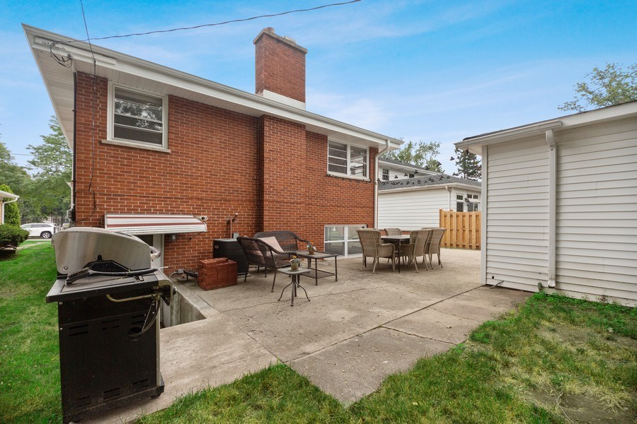 Real Estate Photography - 334 S Gibbons, Arlington Heights, IL, 60004 - Patio