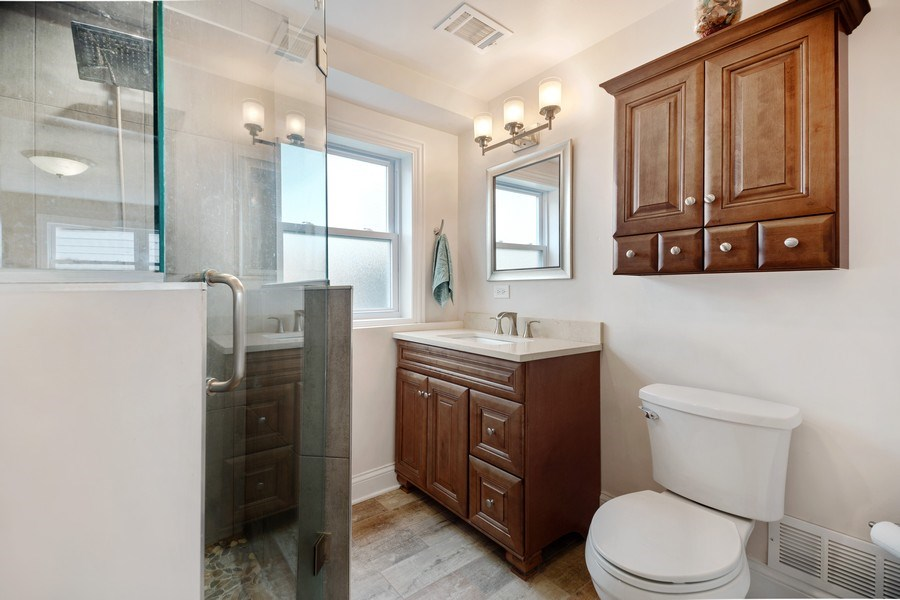 Real Estate Photography - 334 S Gibbons, Arlington Heights, IL, 60004 - 2nd Bathroom