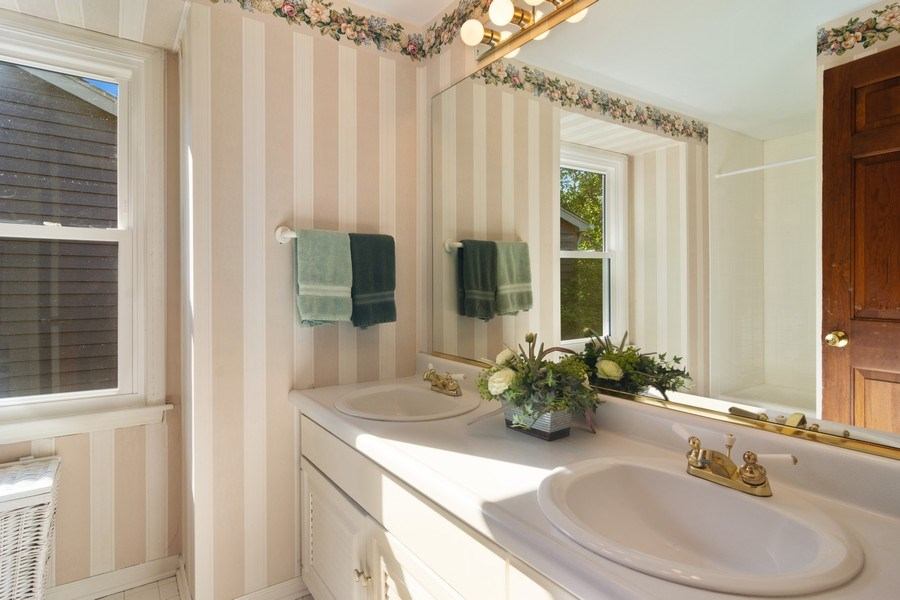 Real Estate Photography - 1522 S Harvard Ave, Arlington Heights, IL, 60005 - Bathroom