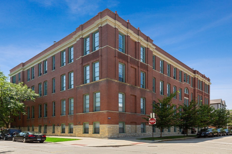 Real Estate Photography - 1445 W. Belden Ave, Unit 3K, Chicago, IL, 60614 - Front View