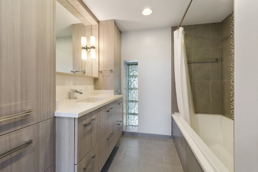 Real Estate Photography - 1445 W. Belden Ave, Unit 3K, Chicago, IL, 60614 - 2nd Bathroom