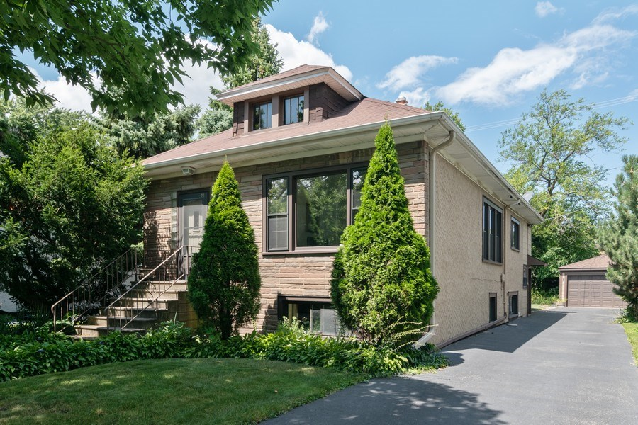 Real Estate Photography - 94 Northgate Rd, Riverside, IL, 60546 - Front View