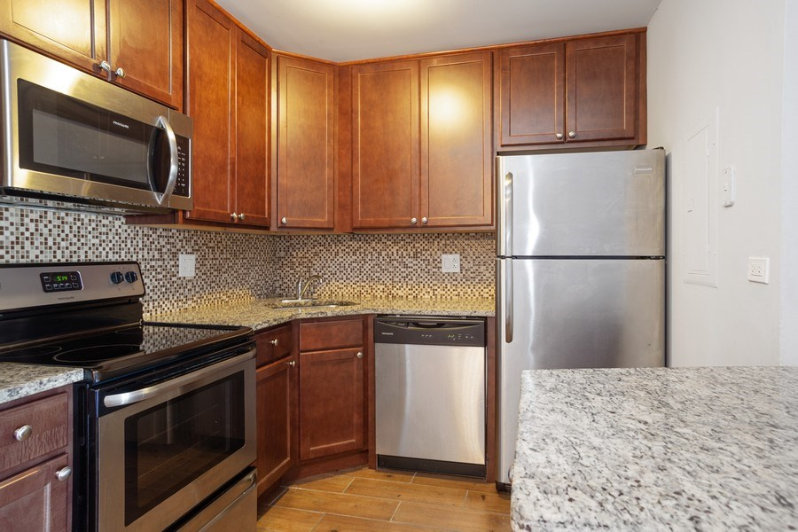 Real Estate Photography - 724 Rodenburg Rd #103, Roselle, IL, 60172 - Kitchen